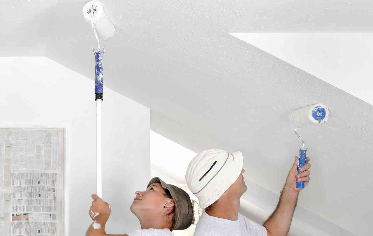 Правильная побелка потолка по старой побелке – проверенный способ