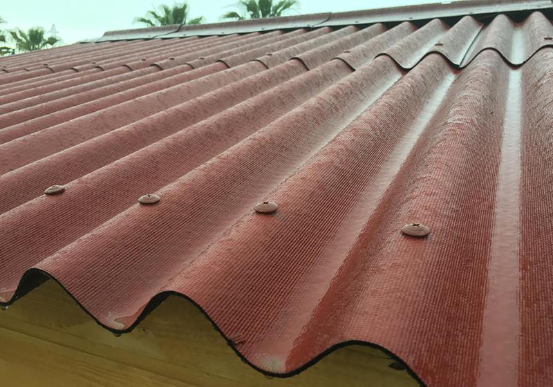 Ондулин или металлочерепица: выбираем подходящее покрытие для крыши