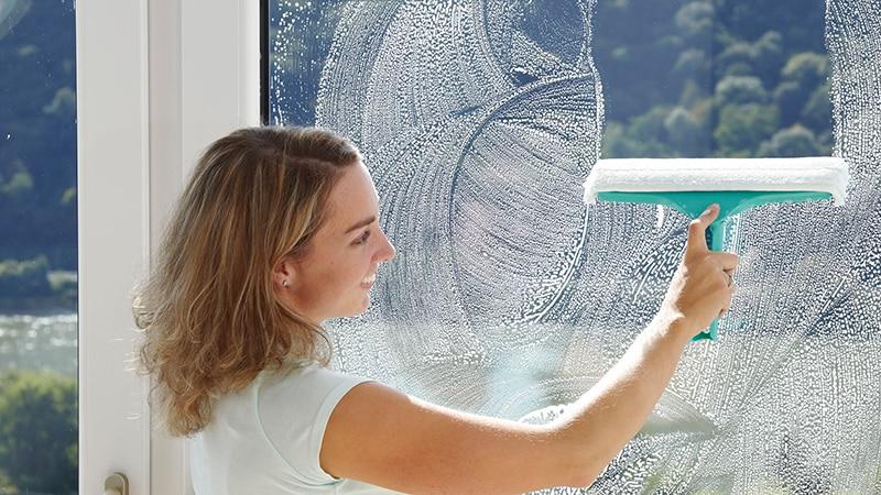 Чем и как отмыть пластиковые окна быстро в домашних условиях