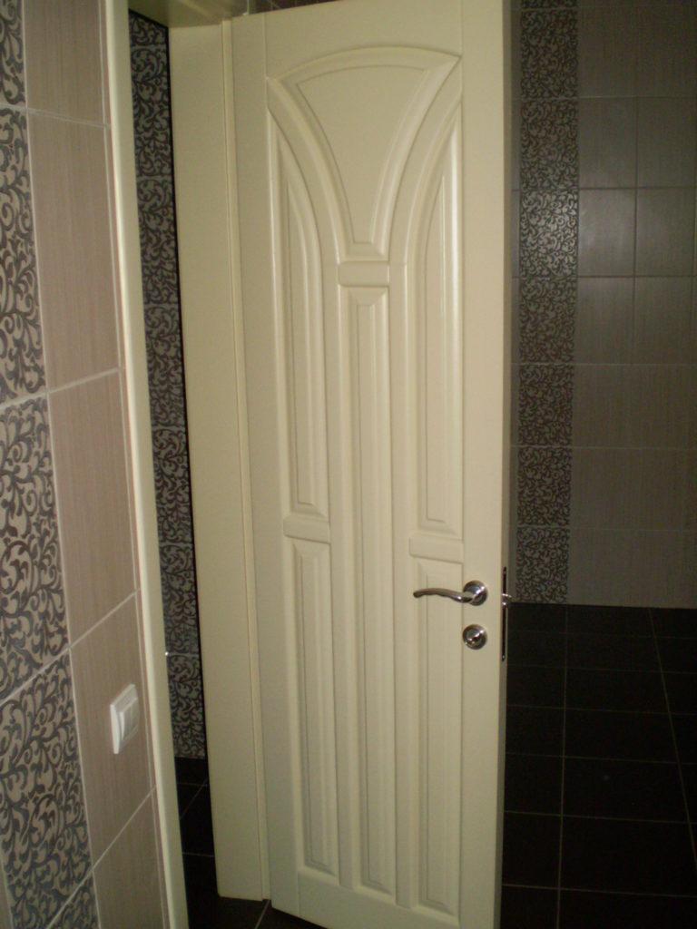 Грамотный выбор дверей в ванную