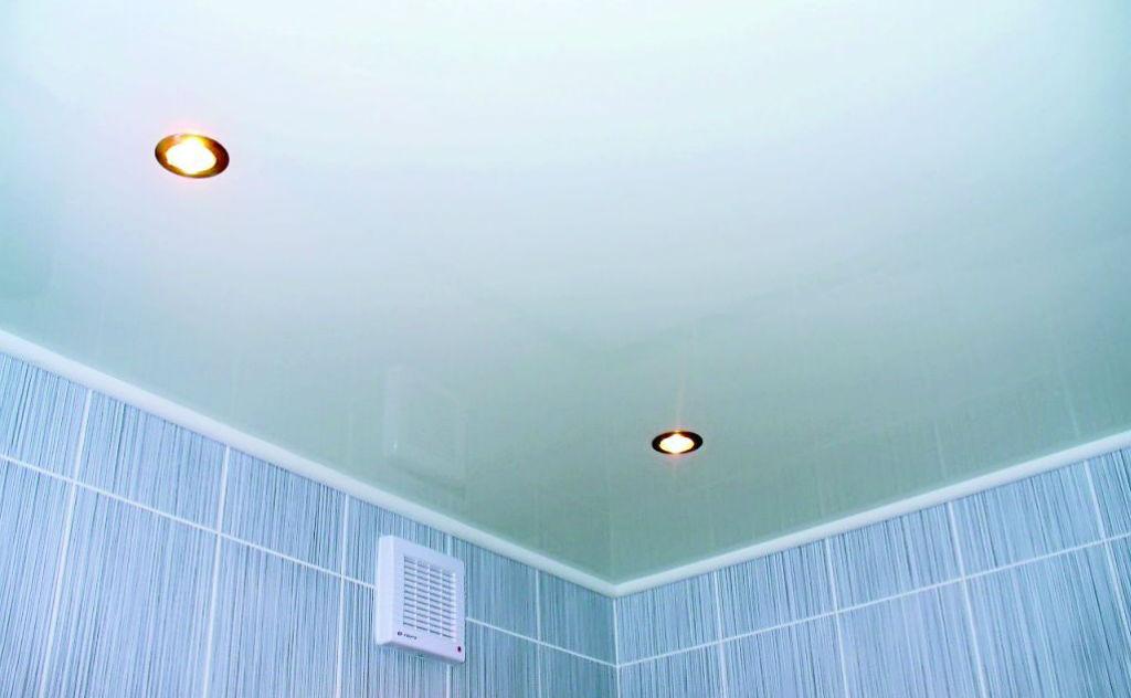 Какой потолок сделать в ванной: разновидности и помощь в выборе лучшего варианта