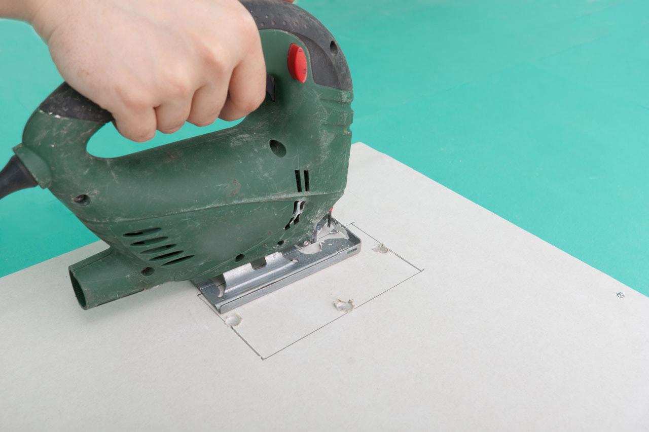 Как и чем резать гипсокартон и проделывать в нем отверстия