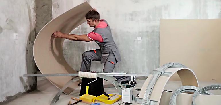 Как правильно согнуть гипсокартон в домашних условиях для арки и других ремонтных нужд с видео