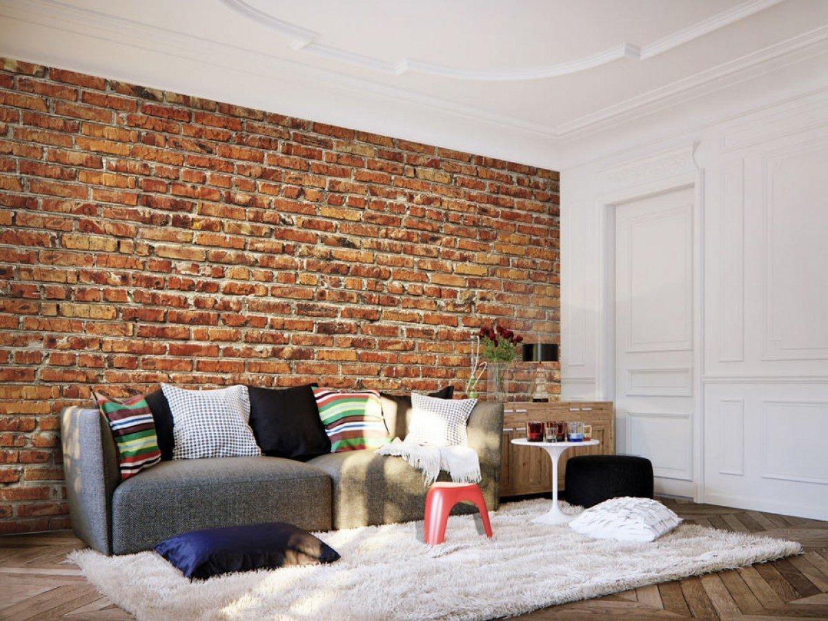 Кирпичная стена в интерьере гостиной в сочетании с обоями, реальные фотографии