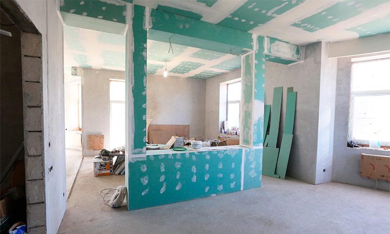 Штукатурка гипсокартона: можно ли штукатурить гипсокартон и чем это делать, нужна ли подготовка стен из гкл под обои, характеристика материала «ротбанд»