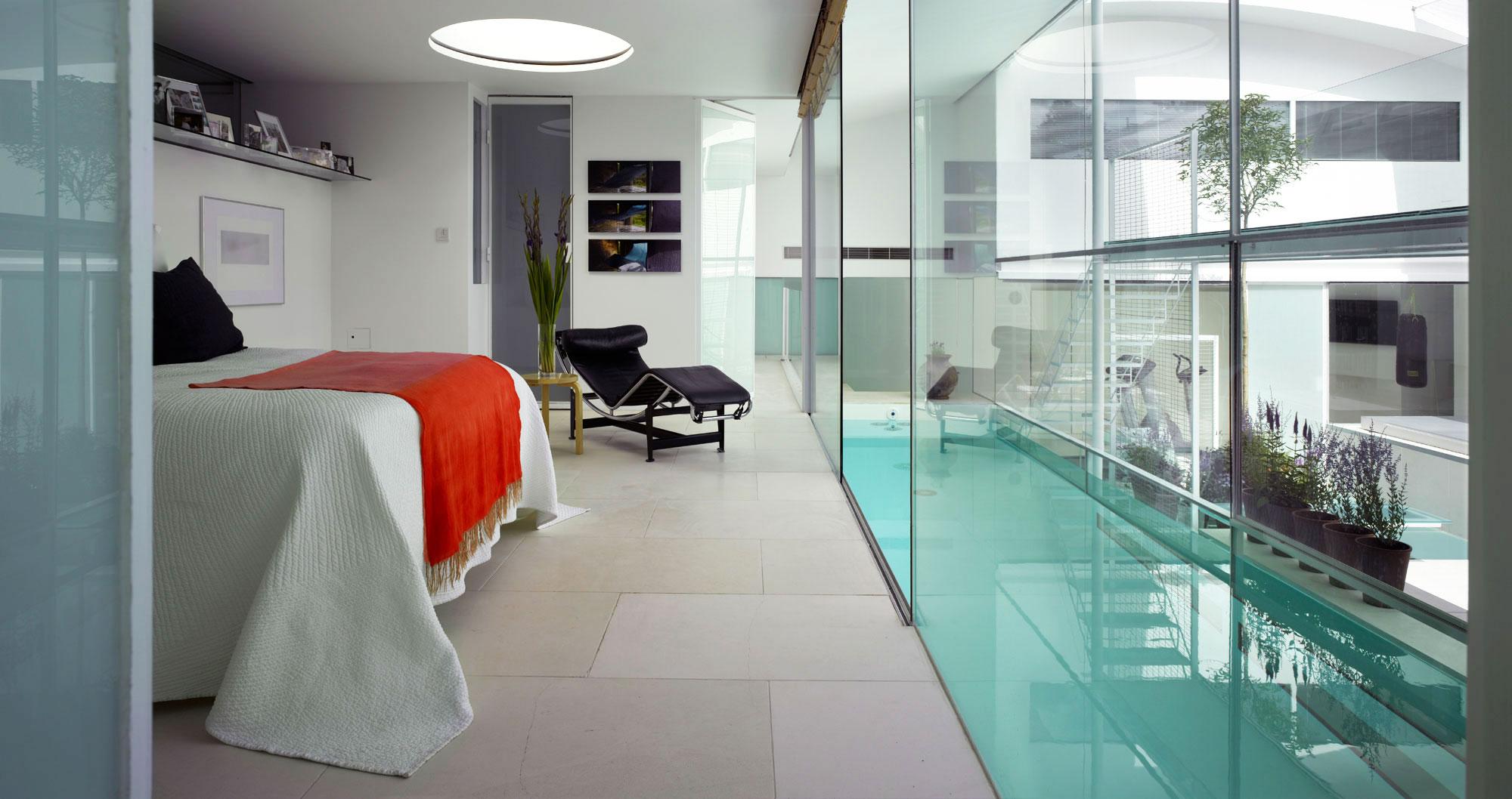 «прозрачный дом»: стекла и зеркала в интерьере как блестящее дизайнерское решение