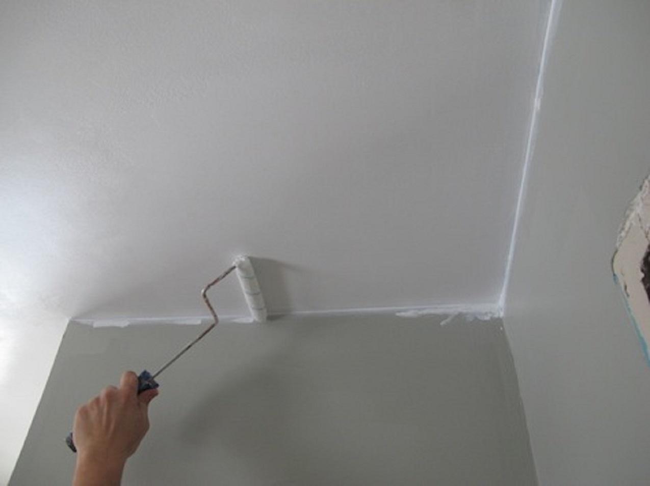 Несложное выравнивание потолка шпаклевкой под финишную отделку