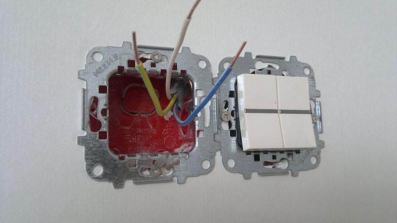 Как подключить выключатель с одной клавишей и подсоединить?