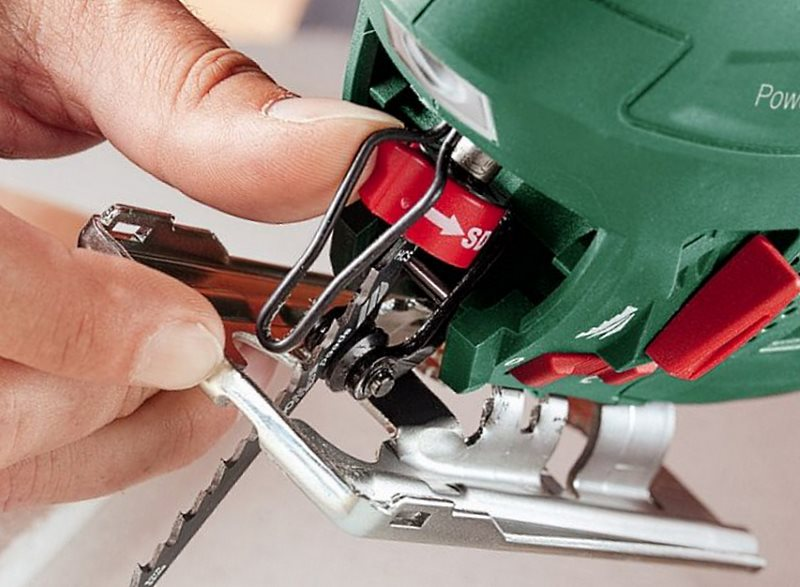 Лобзик не пилит только шумит. как пользоваться электролобзиком: настройка, пиление, обслуживание и техника безопасности. самодельное приспособление для точного раскроя досок ручной циркулярной пилой