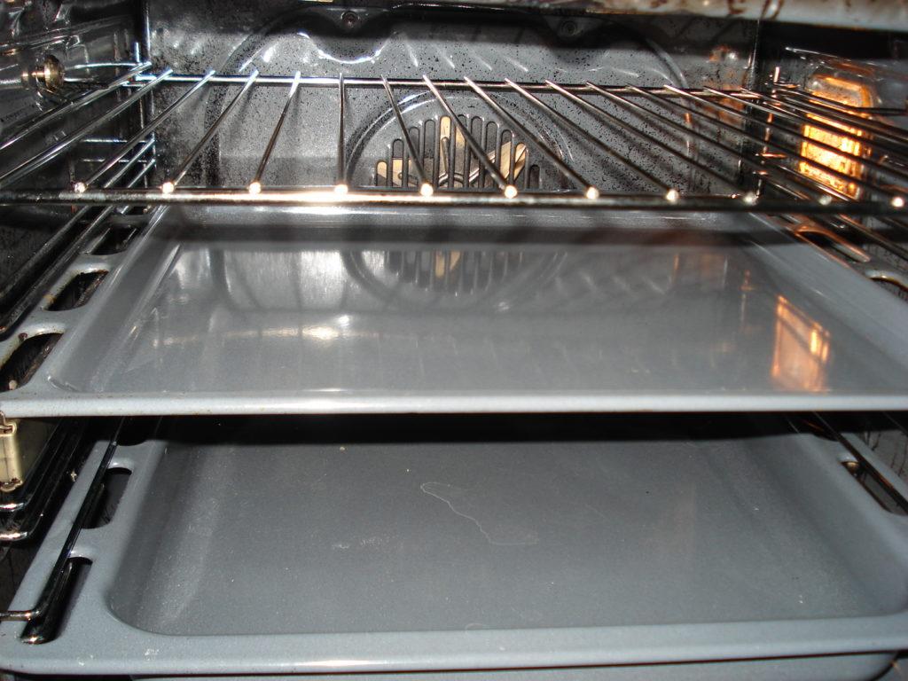 Очистка духовки — какая лучше: 7 советов и 4 способа