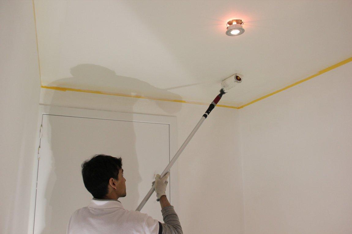 Чем побелить потолок в комнате - характеристика материалов