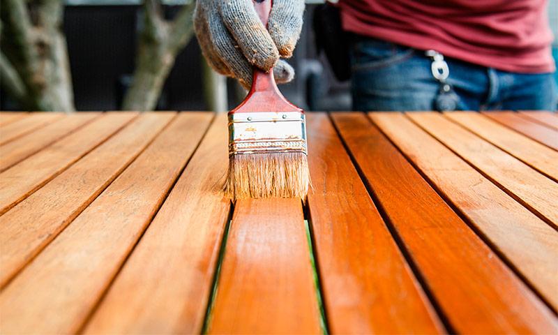 Как выбрать лак для дерева для наружных и внутренних работ