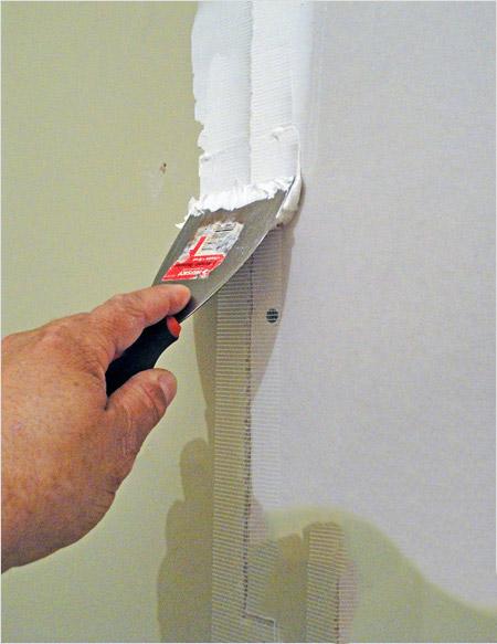 Подготовка гипсокартона под обои: отделка и поклейка на стены, чем обработать, можно ли клеить сразу