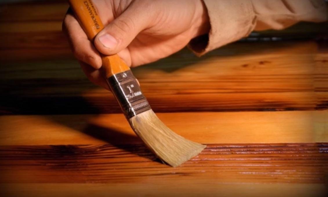 Как выбрать лак для дерева для внутренних работ без запаха