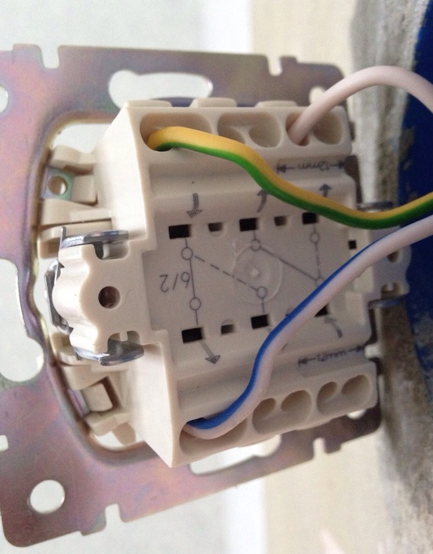 Как подключить лампочку через выключатель — схемы соединения