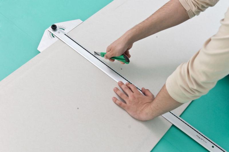 Особенности национальной резки гипсокартона своими руками. как и чем правильно резать гипсокартон в домашних условиях как разрезать гипсокартон по прямой линии