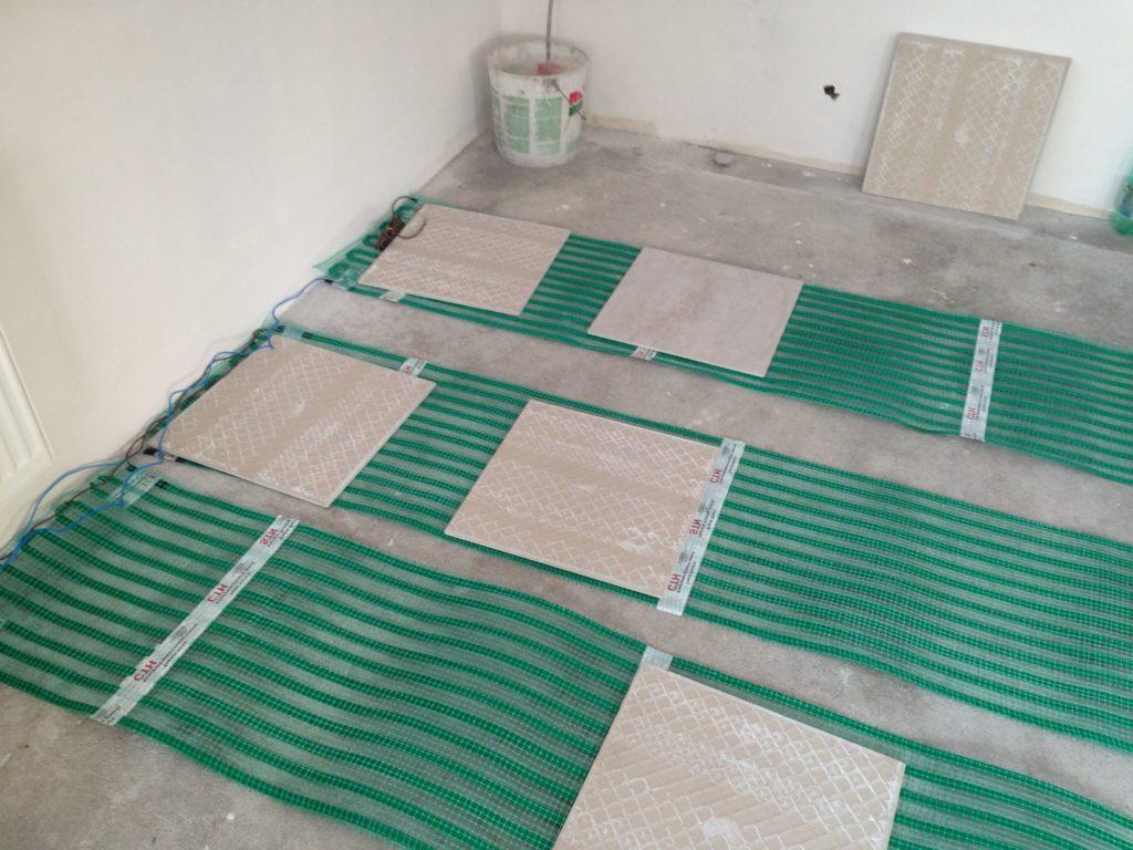 Тёплый пол под плитку – какой лучше для ванной комнаты?