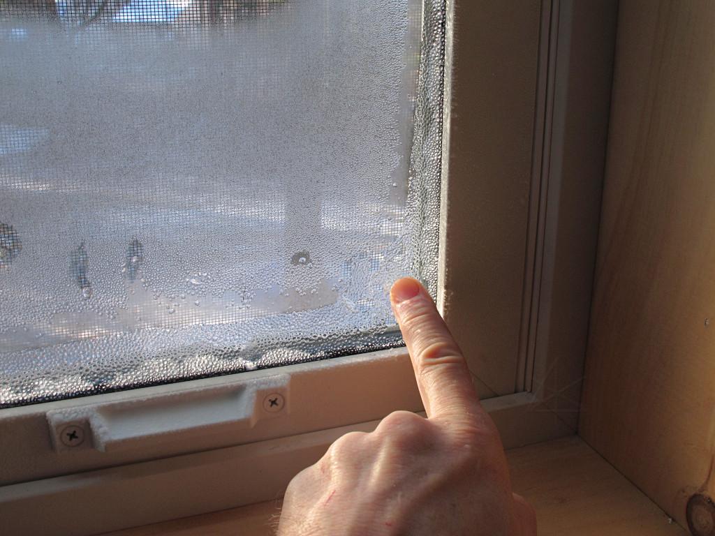 Почему потеют пластиковые окна зимой в квартире