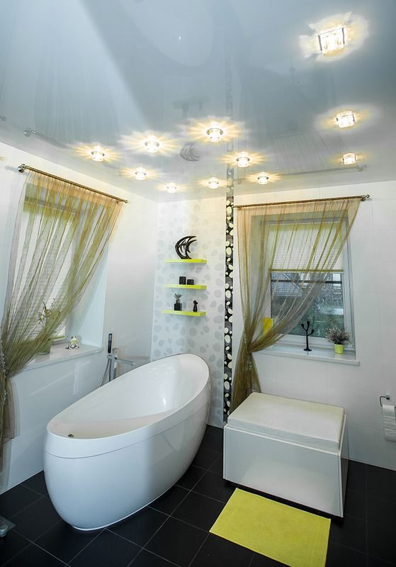 Какой потолок лучше сделать в ванной – советы по выбору варианта отделки