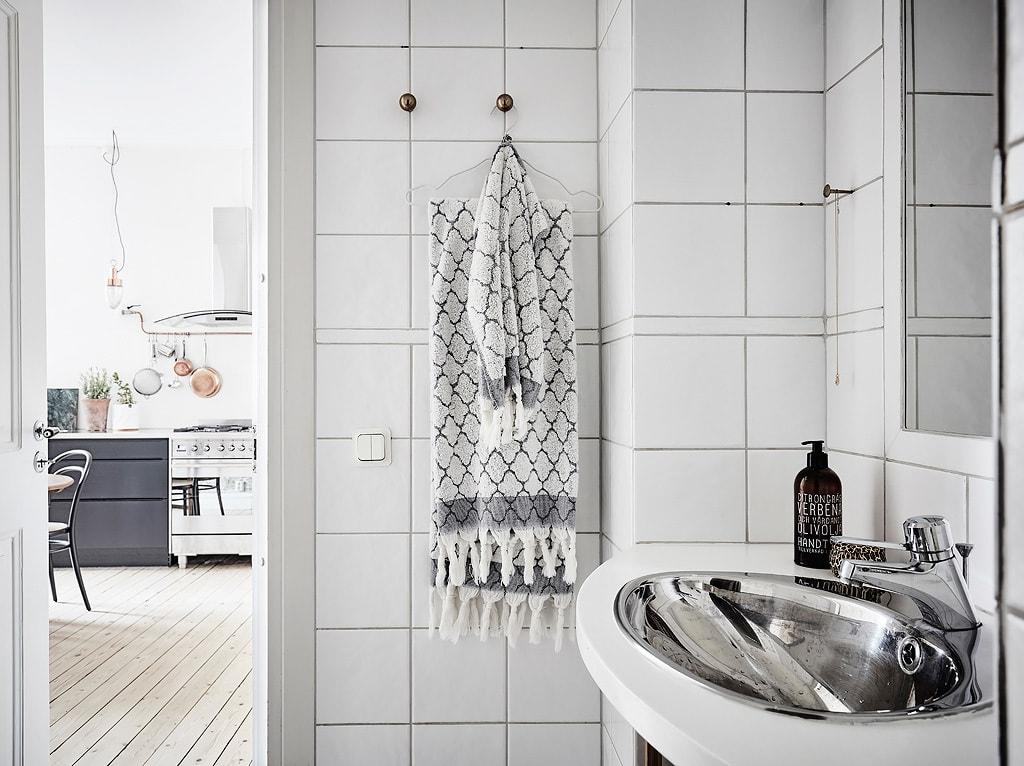 Дизайн светлой ванной комнаты в скандинавском стиле