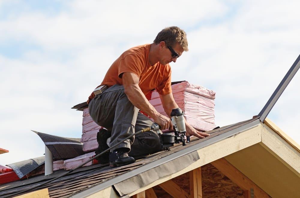 Чем покрыть крышу дома чтобы было недорого и качественно